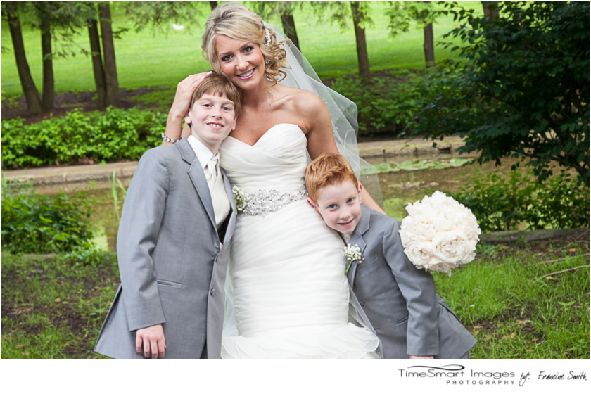 bride with her little brothers