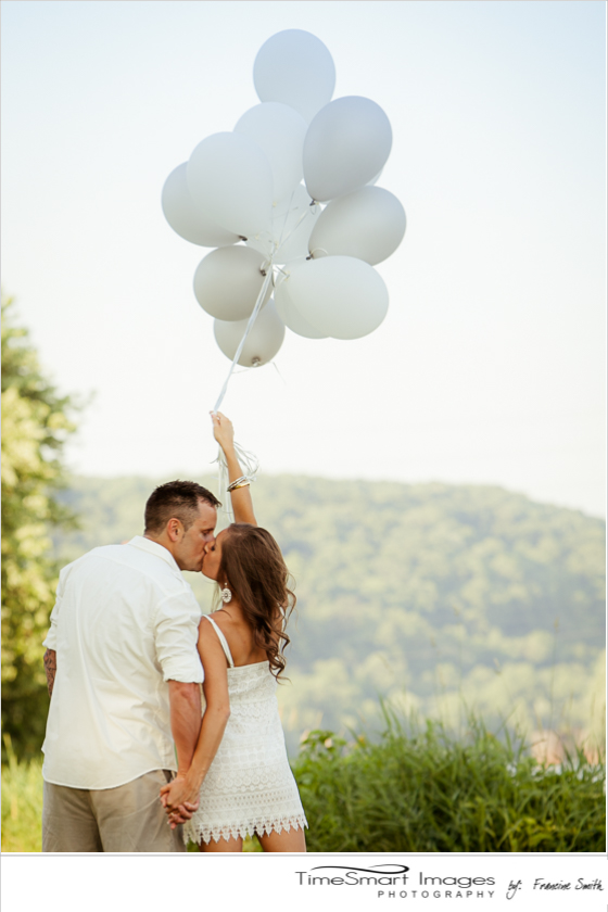 engagement kiss with balloons