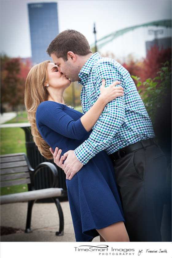 Nikki & Ryan_Pittsburgh Fall Engagement_City